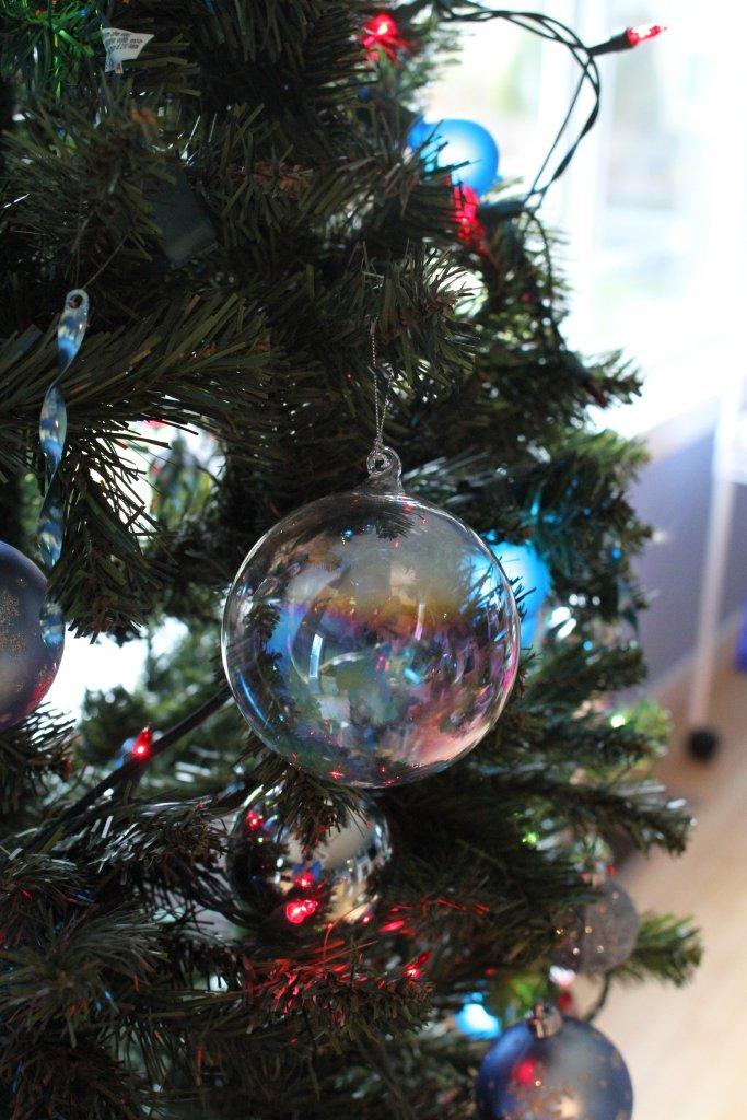 A shiny Crimbo ball.