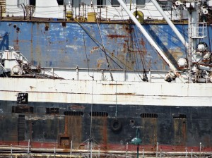 A cool zoom (30x with my HX50V) of a rusty old boat in the dock nearby.