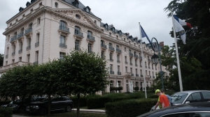 Front of the Trianon Palace.